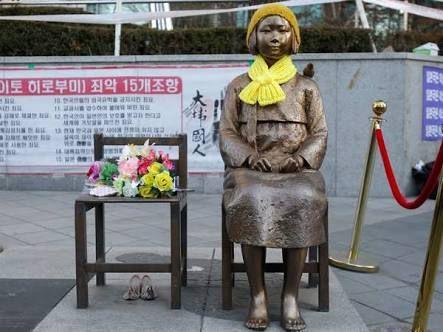 Gara-gara Patung Ini, Hubungan Jepang-Korsel Menghangat http://malangtoday.net/wp-content/uploads/2017/01/images-4.jpg    MALANGTODAY.NET – Pemerintah Jepang baru saja menarik duta besarnya untuk Korea Selatan. Sebab, beberapa aktivis asal negeri gingseng telah mendirikan patung wanita penghibur era Perang Dunia II di dekat kantor Konsulat Jepang, Kota Busan. Seperti diberitakan Detik, patung wanita itu... http://malangtoday.net/flash/internasional/gara-gara-patung-ini-