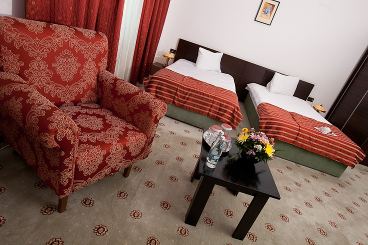 red superior twin beds room
