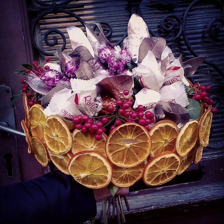 "4 aprecieri, 1 comentarii - Floraria Dorothy's (@florariadorothys) pe Instagram: ""We love chocolate !!! #raffaello #rocherferrero #heidi #chocolate #bouquet #cluj #clujnapoca…"""