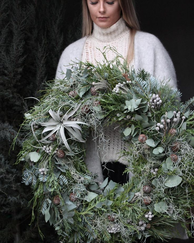 Autumn wreath in silver / gray – noble -very beautiful composition with sting