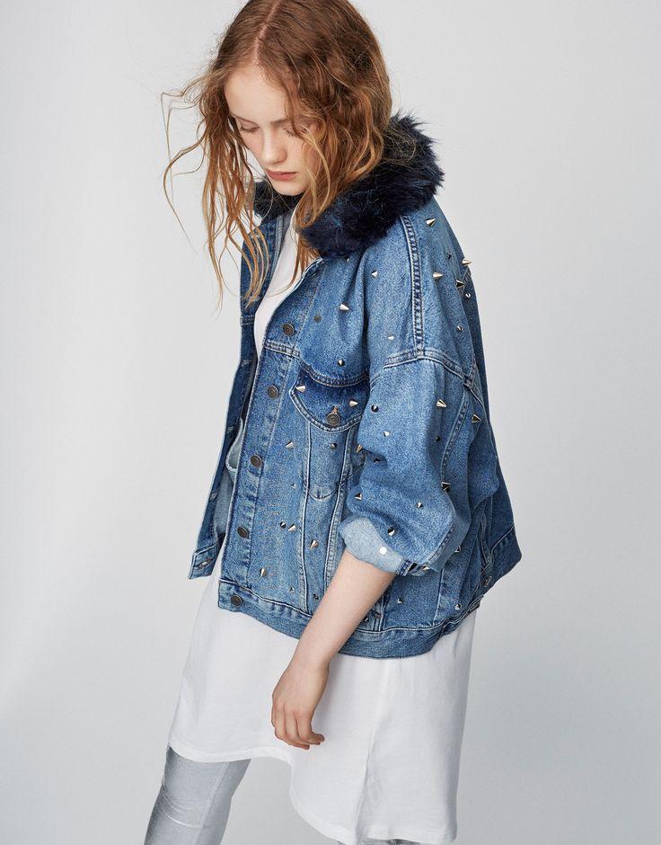 Джинсовая куртка с шипами