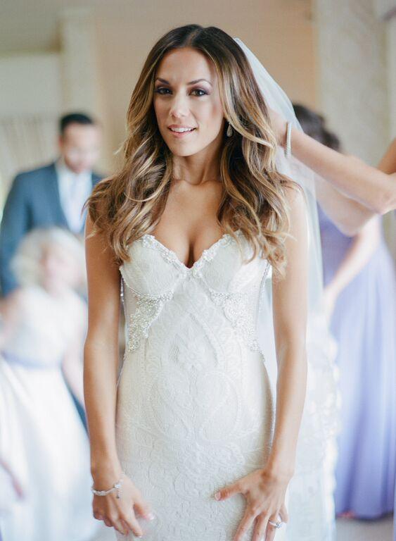 Jana Kramer on her wedding day is everything.