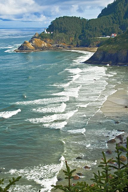 Heceta Head Lighthouse. Near Florence, Oregon.  http://www.oregonbeachvacations.com/