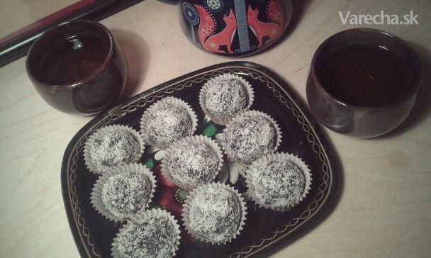 Makovo-slivkové raw guľky s kokosom (fotorecept)