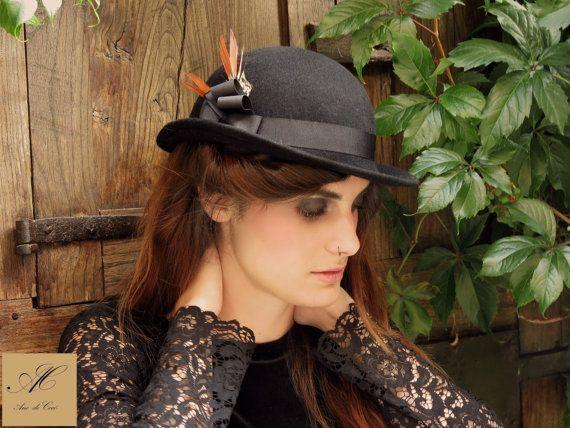Mira este artículo en mi tienda de Etsy: https://www.etsy.com/listing/218042937/black-bowler-hat-felt-winter-hats-for