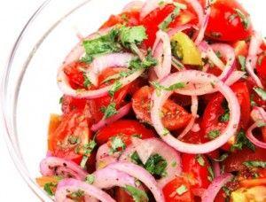 De ensalades zijn onmisbaar bij een hoofdmaaltijd. Zeker bij de Mexicaanse, die meestal pittig is. Zo'n frisse sla is dan een uitkomst. Natuurlijk zit er een pikant smaakje aan, dat hoort nou eenmaal zo bij de Mexicaanse keuken. Vele variaties zijn...