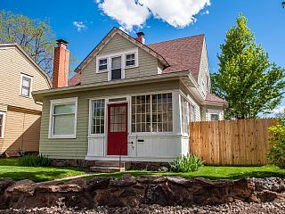 3 BR DOWNTOWN VICTORIAN WITH HOT TUB