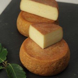 Brun de noix, formaggio di latte vaccino, spazzolato con mallo di noce