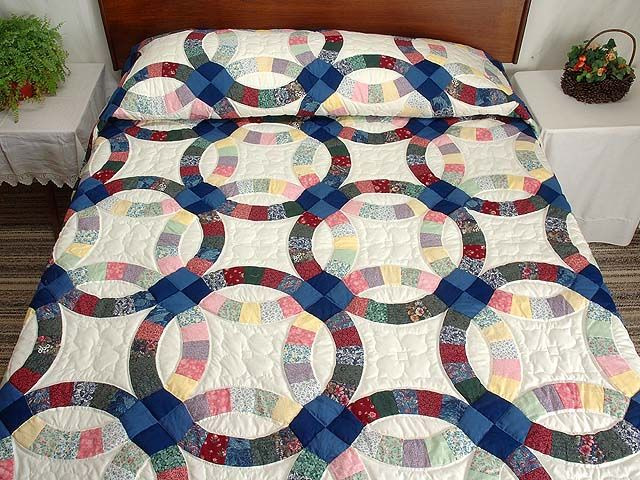 multicolor double wedding ring quilt photo 1 - Double Wedding Ring Quilt