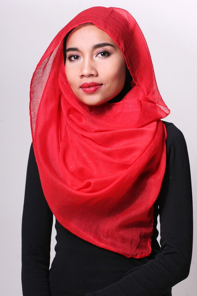 Beautiful red and pink hues to match your red lips! Introducing the limited red sparkle scarf from 14NOV Roses Series. Glitter sprinkled lightly all over this lightweight viscose scarf, suitable for a casual outing or an evening out to somewhere special.  Tip : Red Petal scarf goes well with the red 14NOV Dianna Inner Hijab.   Style : Rectangle scarf.  Measurement : 86cm Wide x 177cm Length