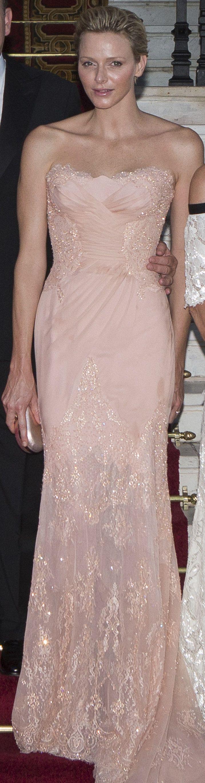 Die koninklike familie van Monaco het die naweek gasheer gespeel vir die jaarlikse 'Love Ball' en prinses Charlene het weereens stralend gelyk ...