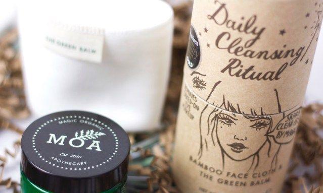 Ben je op zoek naar een hele fijne en milde gezichtsreiniger zonder chemische troep? MOA is een merk die cosmetica maakt van de meest natuurlijke ingrediënten en perfect voor een gevoelige huid, acne maar ook voor de normale huid.