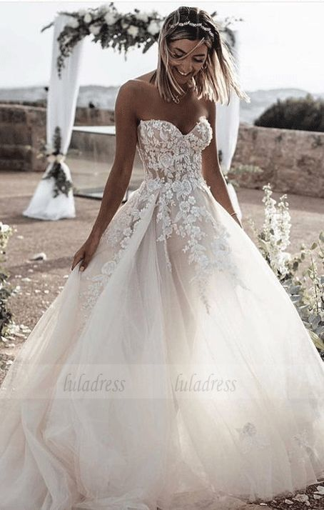 white wedding dress A-Line bridal dress Sweetheart Sleeveless Sweep Train Tulle Wedding Dress with Appliques