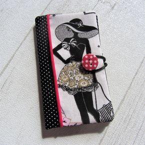 Etui à mouchoirs rétro, étui à mouchoirs La Parisienne N1, étui à mouchoirs en tissu noir à pois, pochette à mouchoirs chic femme. Parce quun paquet de mouchoirs est fragile et inesthétique, cet étui à mouchoirs rétro La Parisienne est la solution idéale. Il est à la fois élégant et pratique pour transporter ses mouchoirs dans son sac. Création fait main à 1 exemplaire. Composition: Cette pochette à mouchoirs chic La Parisienne a été confectionnée en suédine beige, tissu en coton noir à p...