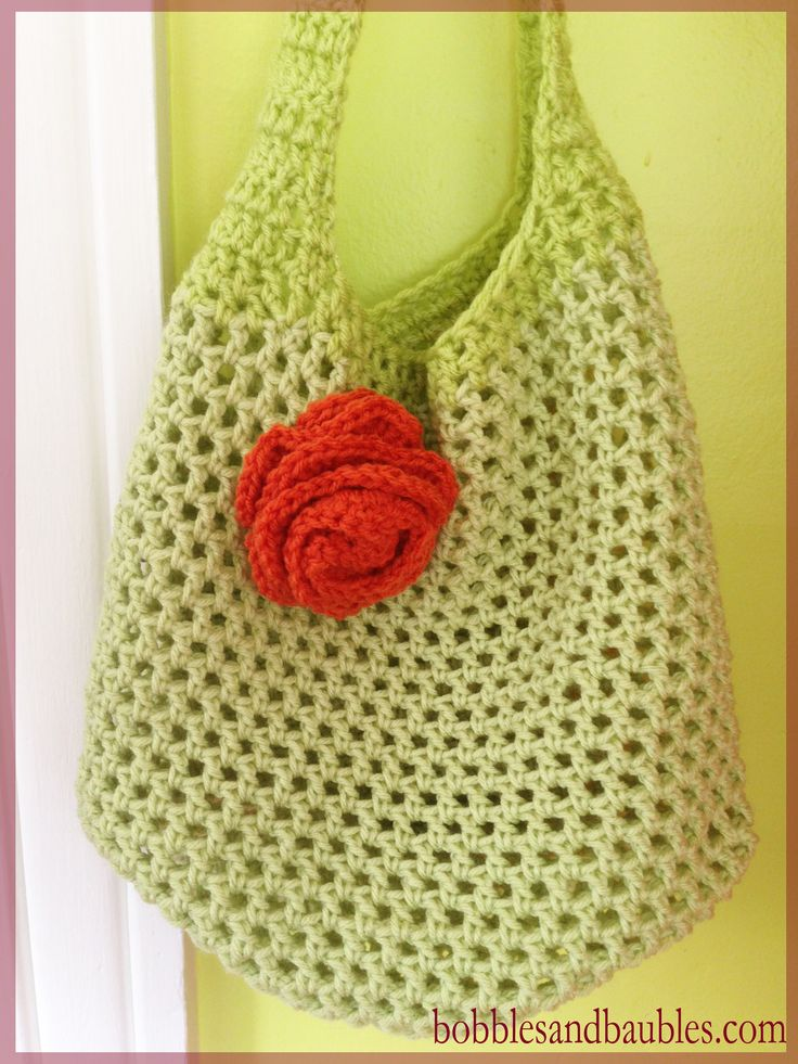 Market Bag with Floral Accent - free pattern - bobblesandbaubles.com ༺✿ƬⱤღ  https://www.pinterest.com/teretegui/✿༻
