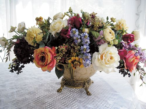 Oval Shaped Arrangements Create A More Formal Look And Usually Take Up Space