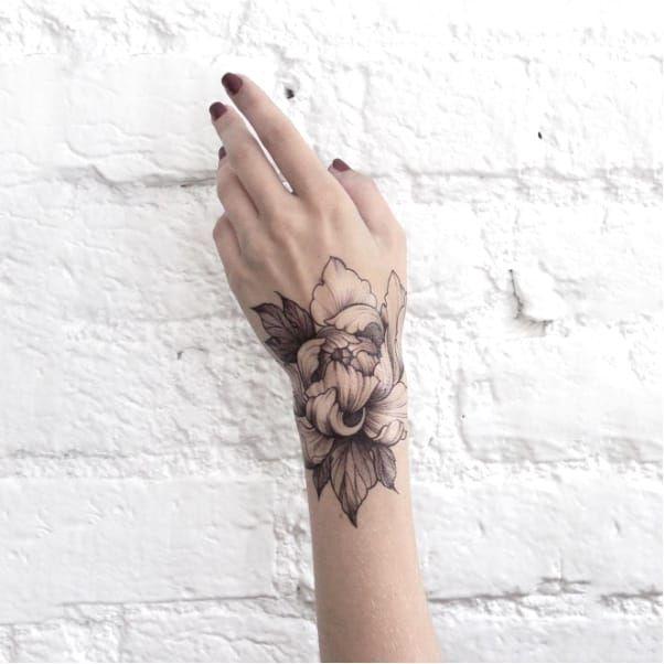 Delicate flower tattoo by Dasha Sumkina dashasumkina finelines blackwork dotwork flower floral