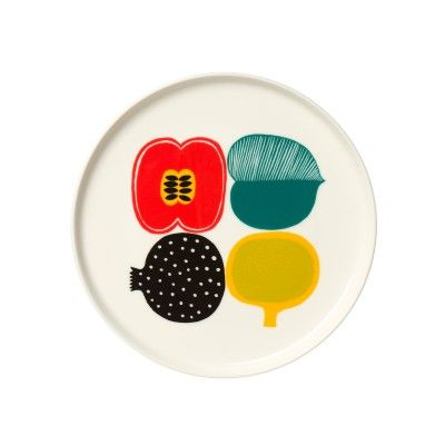 Oiva series, designed by Sami Ruotsalainen, belongs to the tableware collection called In Good Company. Oiva series is decorated with patterns by Marimekko's designers, such as the well-known Siirtolapuutarha and Räsymatto by Maija Louekari and the fresh Kompotti by Aino-Maija Metsola featuring all kinds of fruits