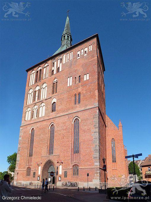 Kołobrzeg. Kościół pw. Wniebowzięcia Najświętszej Maryi Panny. Stan z 5 czerwca 2015 roku.
