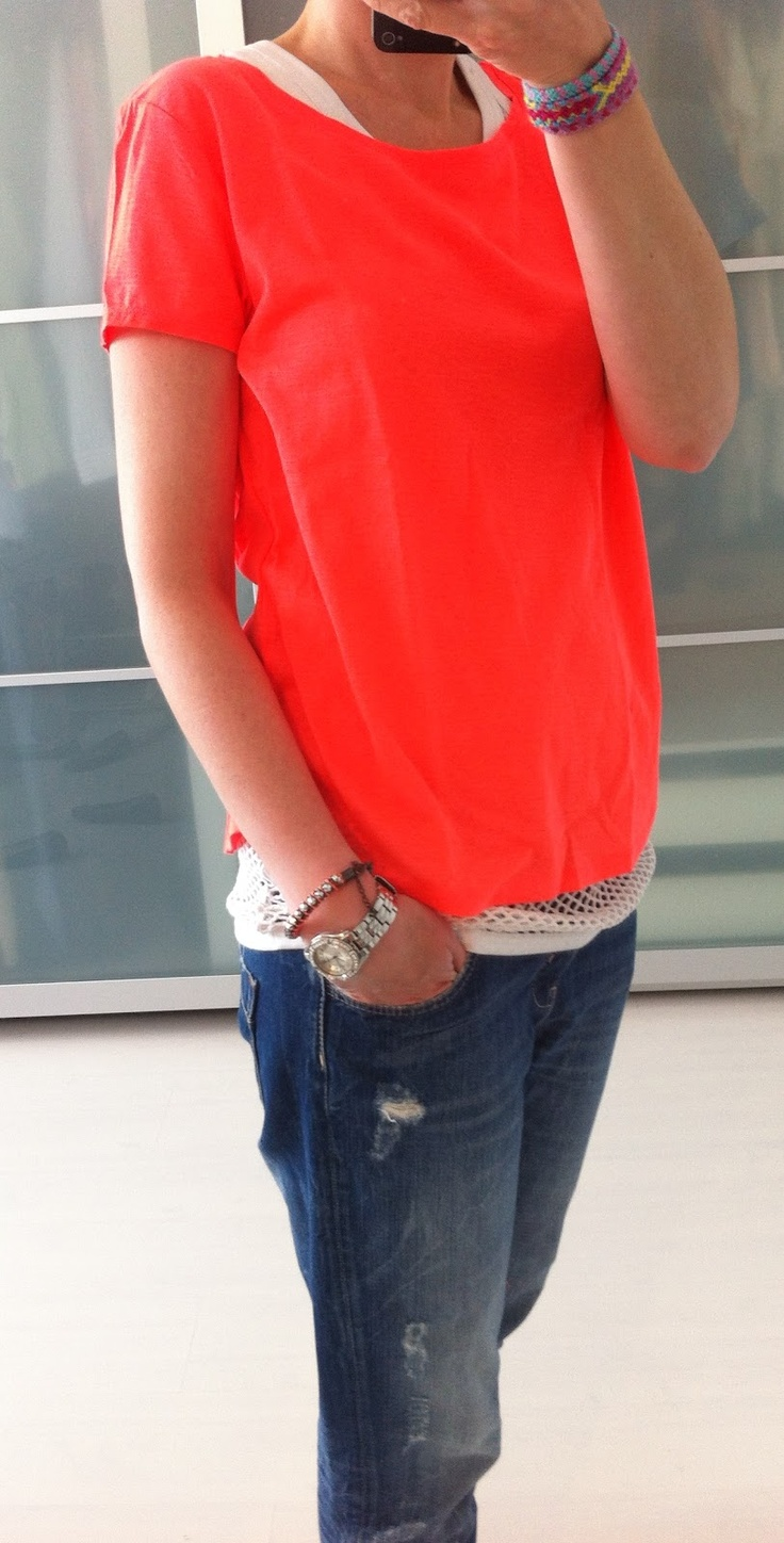 Casual outfit. Neon t shirt with jeans
