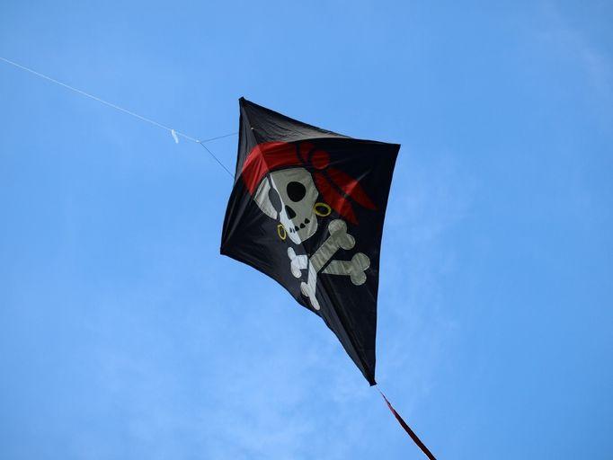 Dmuchawce, latawce, wiatr. Pamiętacie jak puszczaliście z rodzicami latawce na wakacjach? Morze, plaża i ta radość, że latawiec wzbił się do góry. Czy wy również puszczacie ze swoimi dziećmi latawce? Przeczytajcie nasz artykuł tips&tricks co zrobić żeby latawiec wzbił się jak najwyżej.