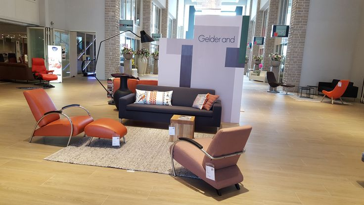 Gelderland Stylekamer Classic: Gelderland bank 7610 en fauteuils 5770 en 5470 by Jan des Bouvrie en Small square tafels by Roderick Vos @design living in Sneek #gelderlandmeubelen #dutchdesign #interieur