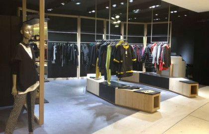 Stock Cop-Copine © DR près de Bastille, dans cette boutique de 100 m² dédiée aux marques de prêt-à-porter féminin Cop-Copine et Stella Forest. Des réductions de 30 à 50% sont opérées sur l'ensemble des articles issus des collections antérieures.