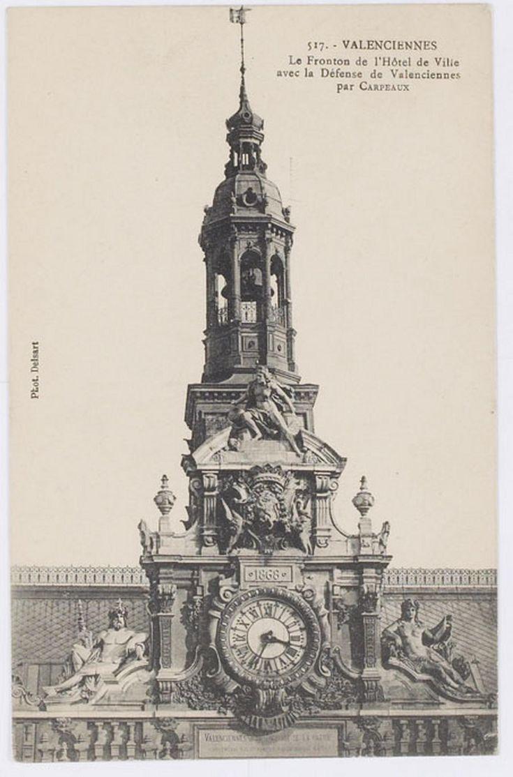 """""""Valenciennes. Le fronton de l'Hôtel de Ville avec la Défense de Valenciennes par Carpeaux"""", photographié par Delsart, No517, vers 1930."""