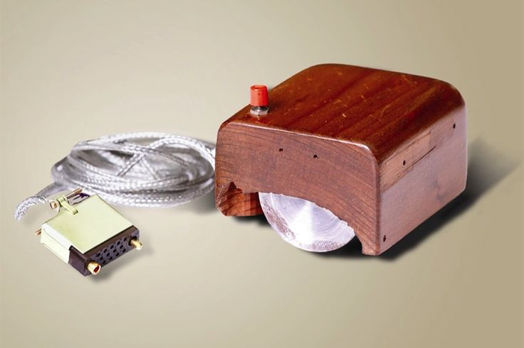 9 December 1968 -  Douglas Engelbart delivers a presentation in which he demonstrates the first computer designed for personal use, later termed 'The Mother of All Demos'. This was the first instance of an integrated hardware and software system designed for the average person. It was also the first instance of the use of a computer mouse. #HistSci  © Apic/Getty Images