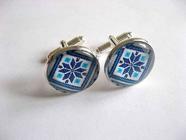 #Butoni #camasa #culori #albastru si #bleu, butoni #camasa #barbati, butoni cu #motiv #traditional http://handmade.luxdesign28.ro/produs/butoni-camasa-culori-albastru-si-bleu-butoni-camasa-barbati-29525/