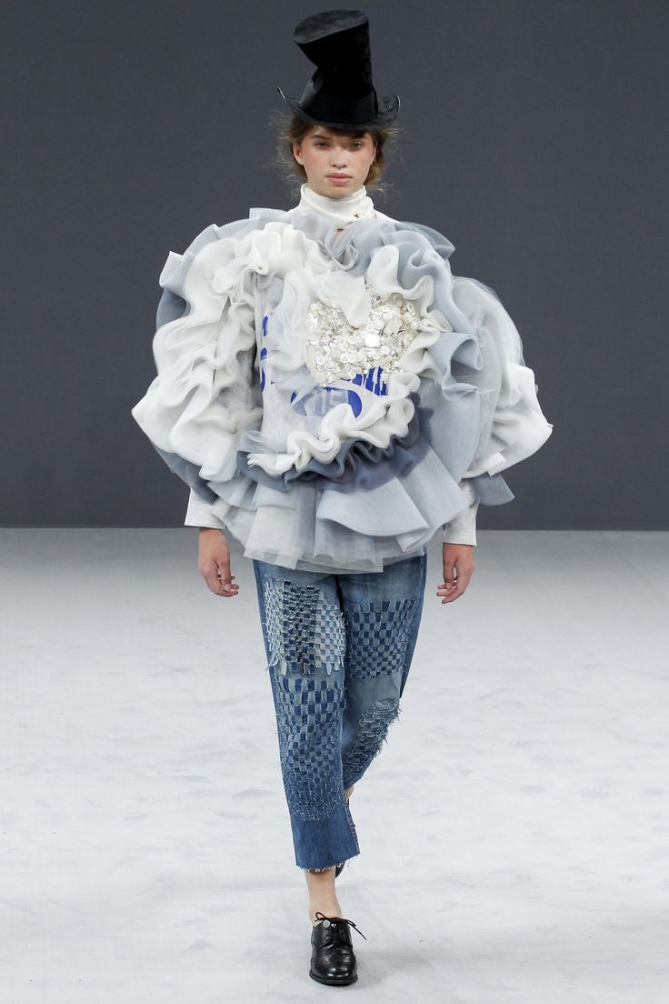 Viktor & Rolf Fall 2016 Couture Fashion Show - Cassandra Van Waveren Hollandse Witte Camelia look 16