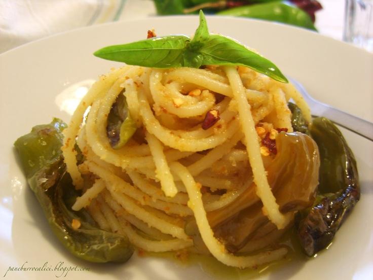 Spaghetti piccanti con pangrattato e friggitelli