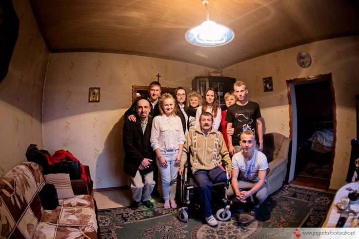 Rodzinne foto. Choć nie jesteśmy rodziną to połączył nas wspólny cel i radość z pomagania.