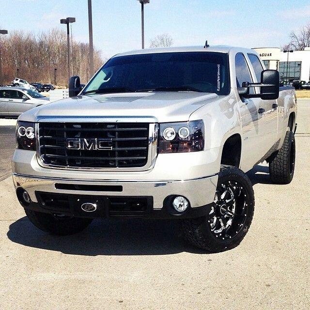 LOVE the new GMC trucks! Want one soooo bad!