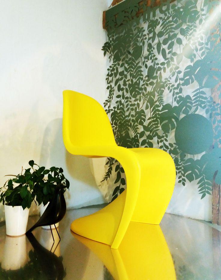 Pamiętacie o wiosennej promocji firmy Vitra. Żółte Pantony czekają na Was. #Vitra #secretgarden