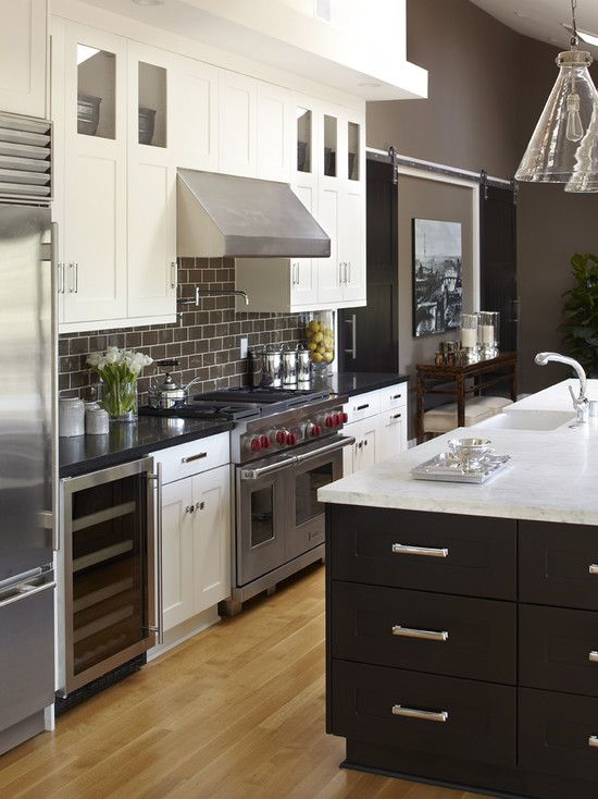 alternating black and white Counter Tops and base cabinetry, wood floors, pro appliances, love white upper cabs with glass in uppermost