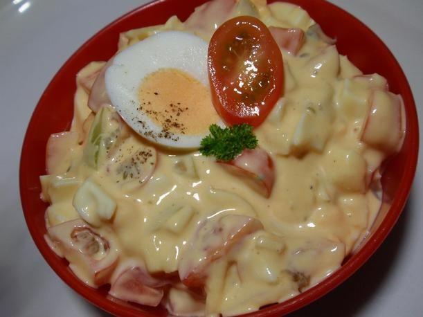41 Jednoduchý vajíčkový salát s rajčaty