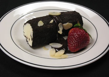 bowdoin. log.Delicious Desserts, Bowdoin Dining, Delicious Food Drinks, Bowdoin Logs, Desserts Bowdoin, Cooking Inspiration, Fancy Events, Gluten Free, Free Families