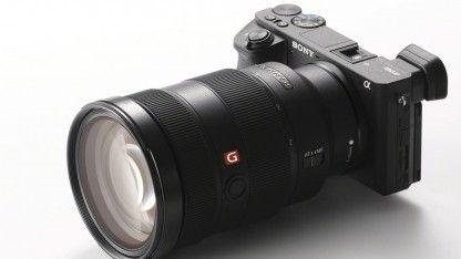 Sony hat mit der Alpha 6500 eine spiegellose Systemkamera vorgestellt, die mit einem Sensor im APS-C-Format ausgestattet ist. Dieser ist mit 425 Phasendetektionspunkten bestückt.