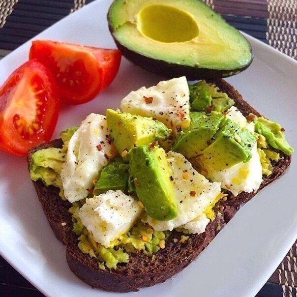 Правильное питание: пример меню на 1400-1500 ккал<br><br>Лень составлять меню здорового рациона? Я приведу несколько примеров полноценных приемов пищи на три дня.<br><br>Правильное сбалансированное питание — основа здорового образа жизни. Дневная калорийность в среднем 1200-1400 ккал, а соотношен..