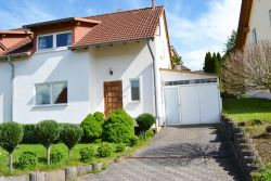 Kollweiler: Wohnliche Doppelhaushälfte die mehr zu bieten hat als man denkt!