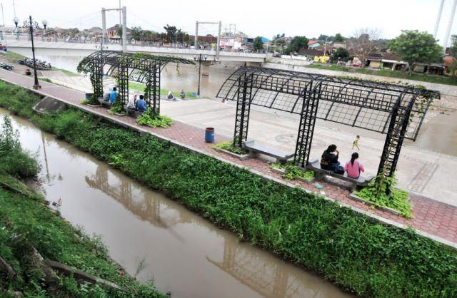 sungai banjir kanal barat semarang
