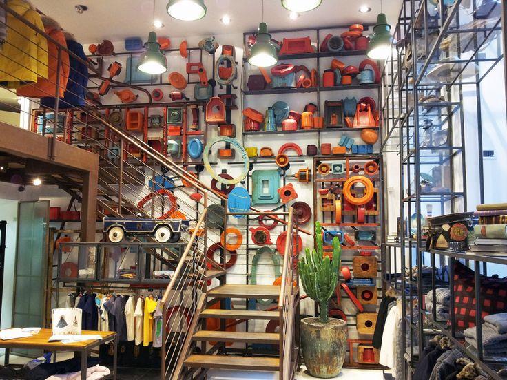 ORVETT per WP / WP STORE / Milano (IT) / 2012 / Esprimiamo i valori del vostro brand realizzando spazi iconici.