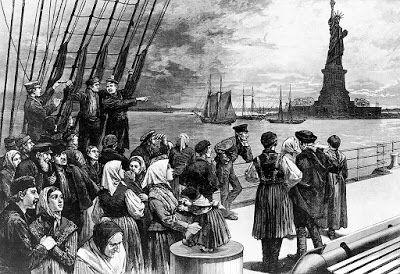 Una storia di emigrazione diversa da tutte le altre Queste sono le vicende di Giuliano Luisi partito da umile emigrante da Coreglia verso le lontane Americhe come figurinaio per poi ritrovarsi clamorosamente coinvolto fra le pagine più importanti della storia americana. I fatti certi ci dicono che conosceva John Wilkes Booth l'assassino di Lincoln, che prese parte alla morte di John Brown e che partecipò alla guerra di secessione I fatti incerti  ci dicono che prese all'omicidio Lincoln...