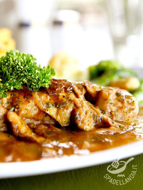 Il Tacchino al Marsala è un grande classico della cucina del Belpaese, amato dagli intenditori della tradizione e dei secondi di carne più gustosi. #tacchinoalmarsala
