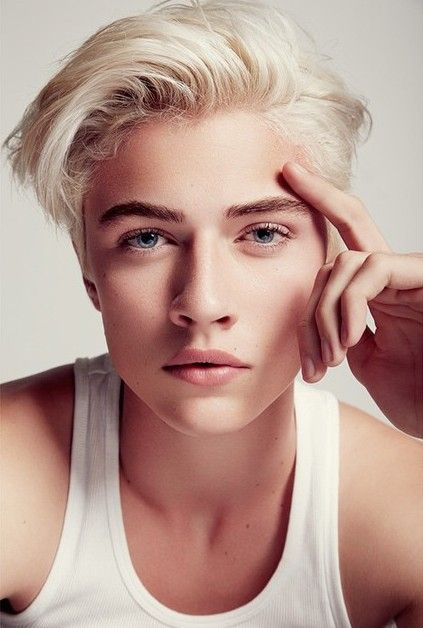 lucky blue smith as auryn from 'as crônicas de mystika'