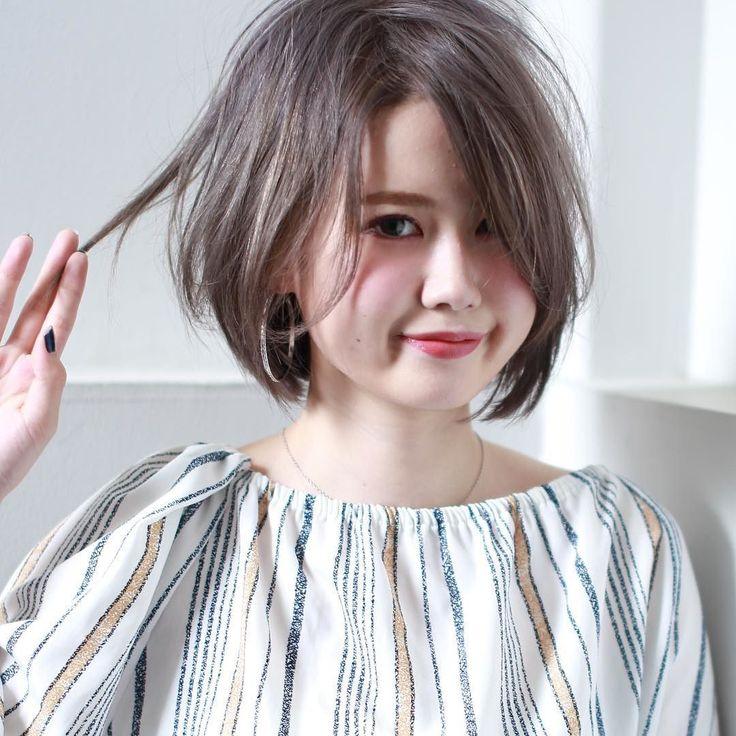 ナチュラルボブグレイッシュベージュ  重めスタイルなボブをくせ毛風で無造作なアンニュイカールでヌーディな雰囲気に全体をセミウエットでルーズに仕上げるのがポイント前髪は斜めバングで小顔にカラーは外国人風ダブルカラーでグレイッシュベージュカラーにヘアアレンジにもオススメ     #イマムラスナオ#美容師#美容室#福岡#天神#大名#今泉#ヘアサロン#髪型#ヘアスタイル#ヘアカタログ#ヘアカラー#パーマ#撮影#サロンモデル#サロモ#hair#hairsalon#fashion#newhair#前髪#バング#haircolor#hairstyle#ボブ#外国人風カラー#ダブルカラー#グレイッシュベージュ