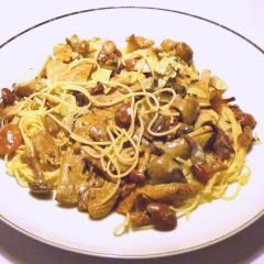 Waldpilze mit Spagetti im FlavorWave-Oven gegart