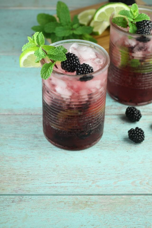 Easy Blackberry Mojitos Recipe for summer parties from MissintheKitchen.com #ad #MixItUpALittle