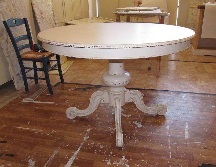 14 fantastiche immagini su tavoli in legno shabby su pinterest lampadario candela shabby e sedie - Tavolo quadrato gamba centrale ...
